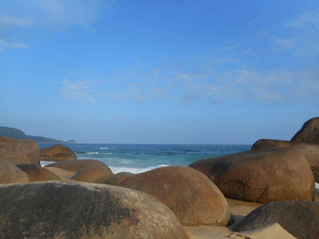 bresil-plage-rocher